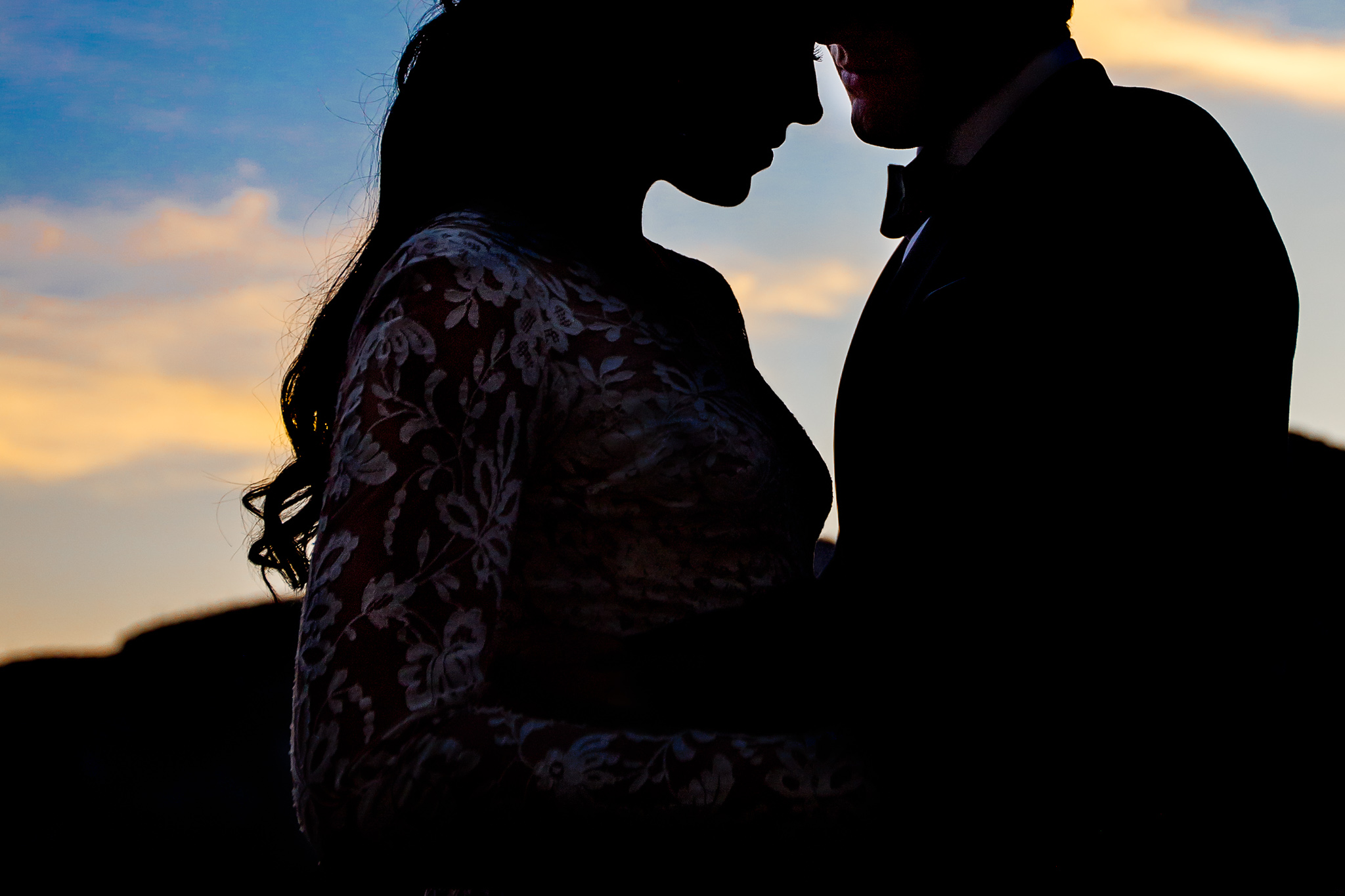 Silhouette photo of bride and groom at sunset in Amalfi Italy at Villa Cimbrone
