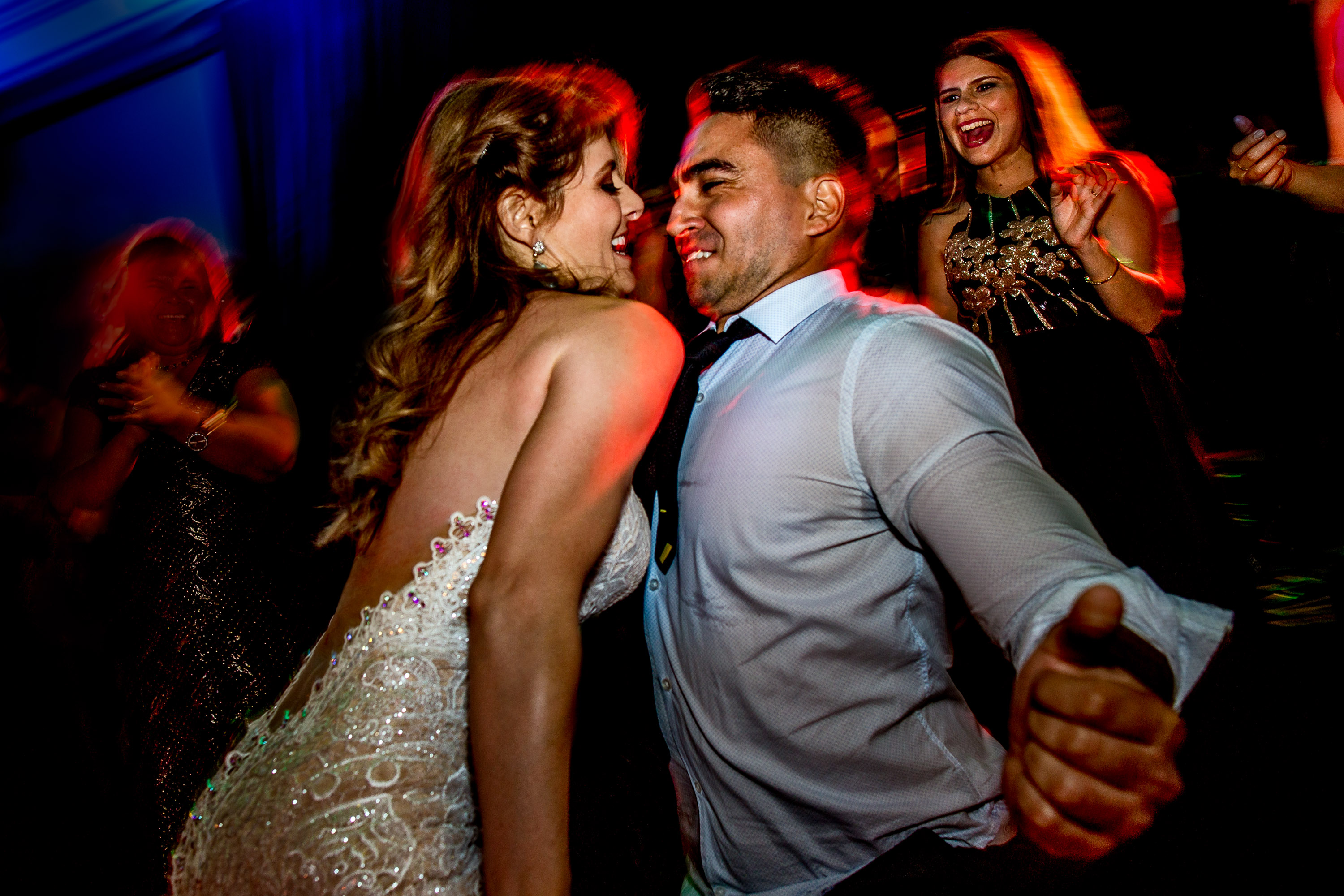 Crazy reception dancing photo with bride in Lima Peru