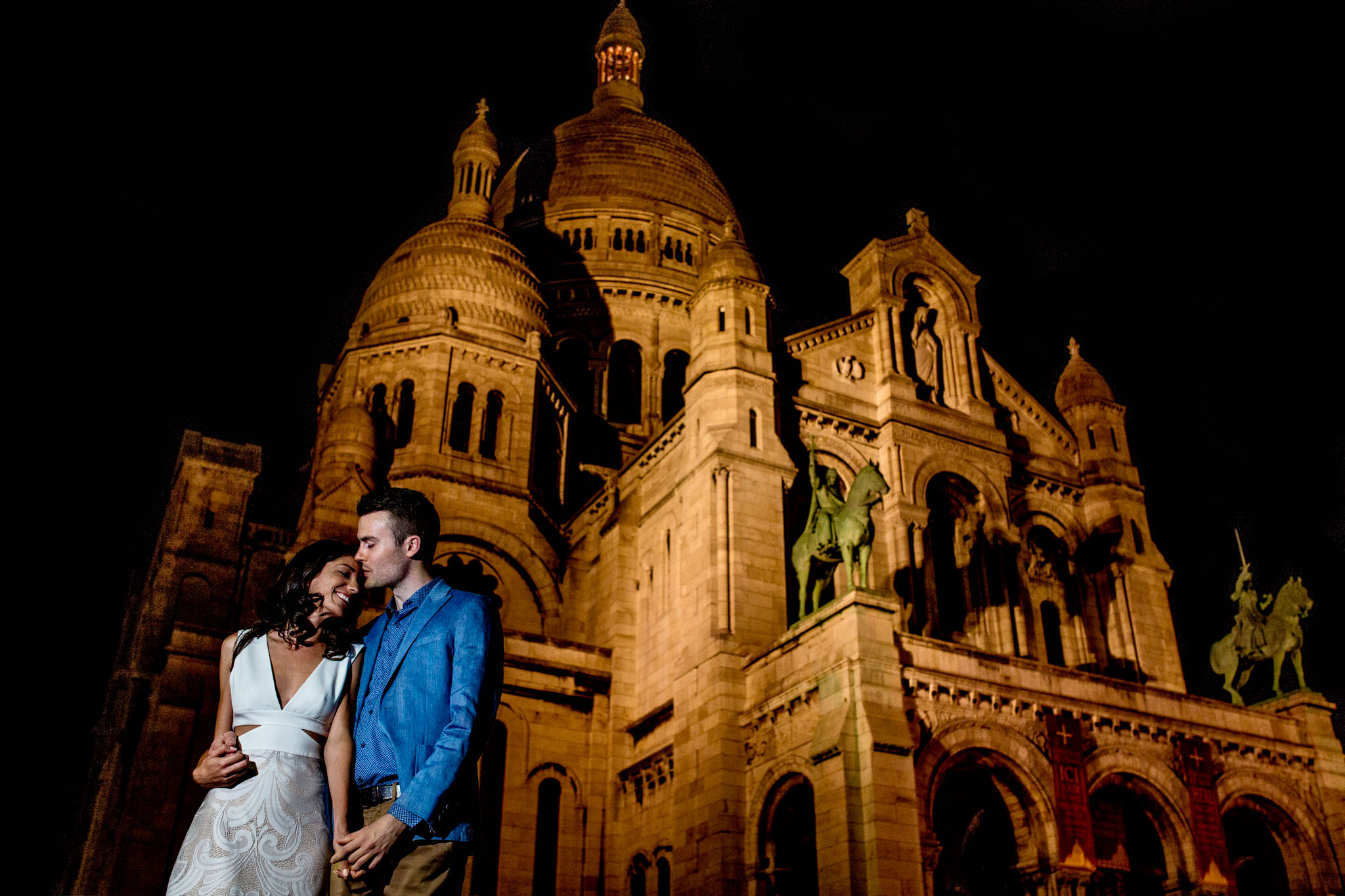 Bride and Groom in Paris near Sacre Couer in montemarte