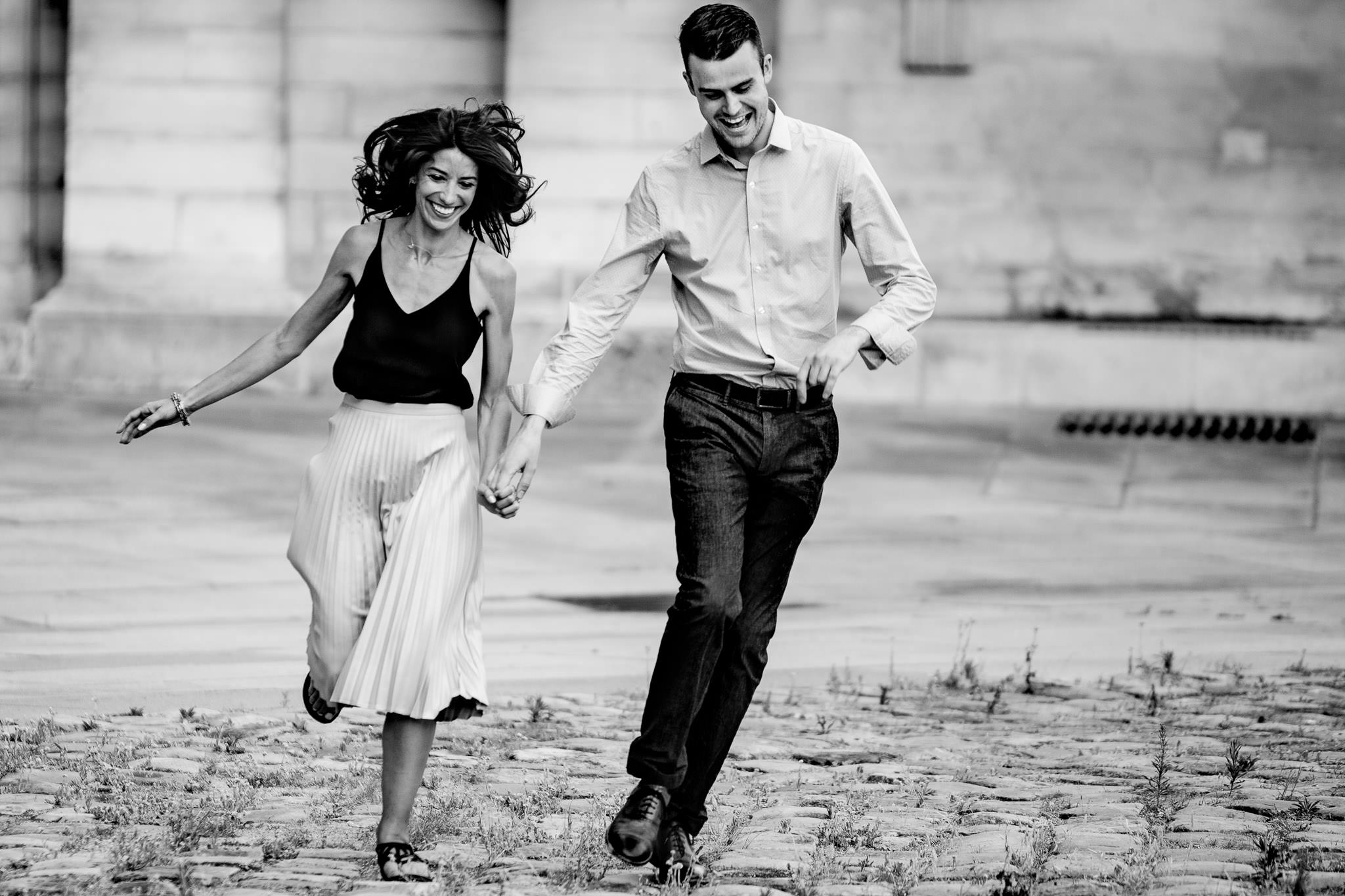 Engagement photo running in Paris France