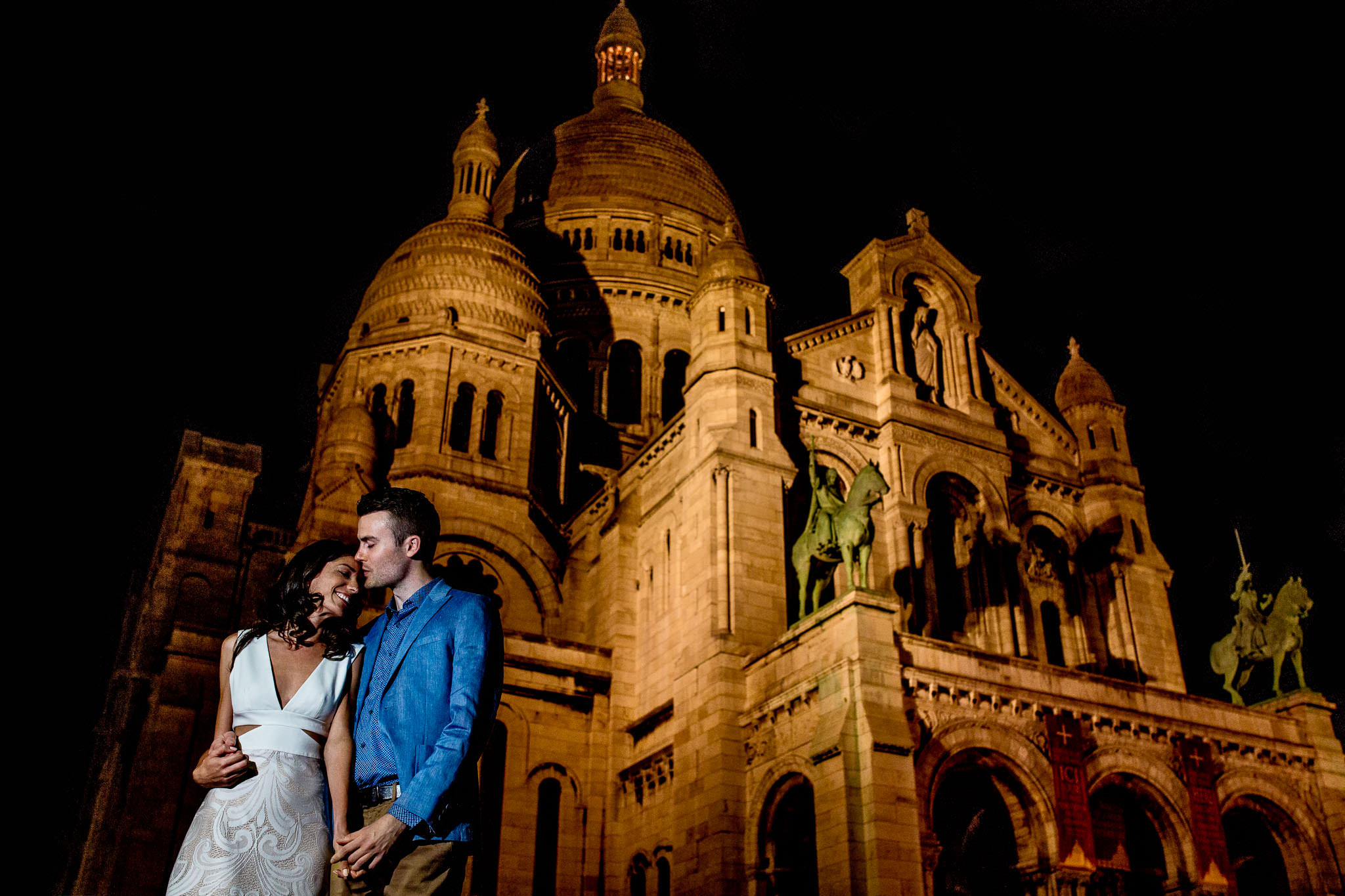 Wedding photo in Paris at Sacre Coeur in color with bride and groom