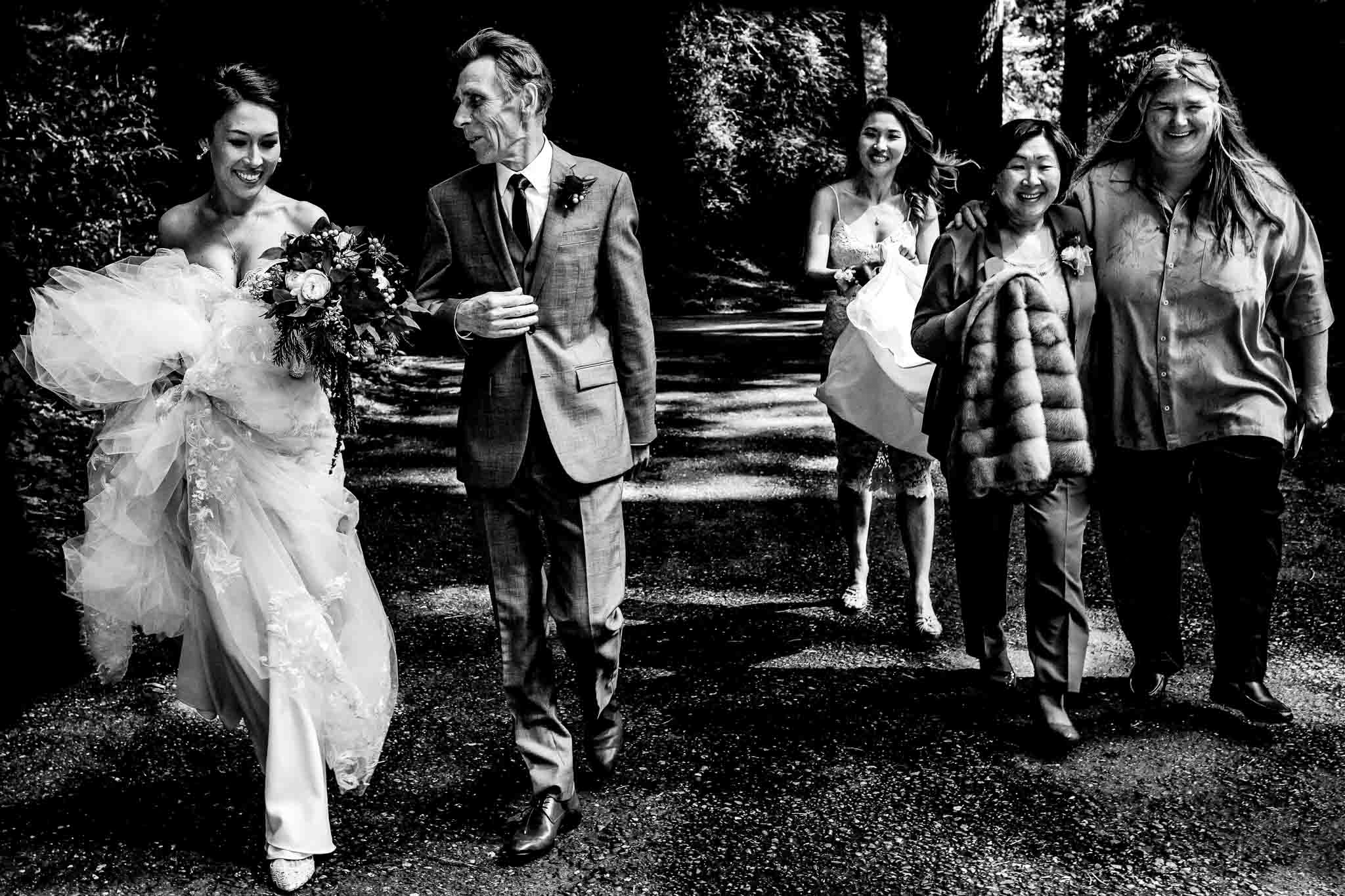 Avenue of Giants Wedding family walking into ceremony